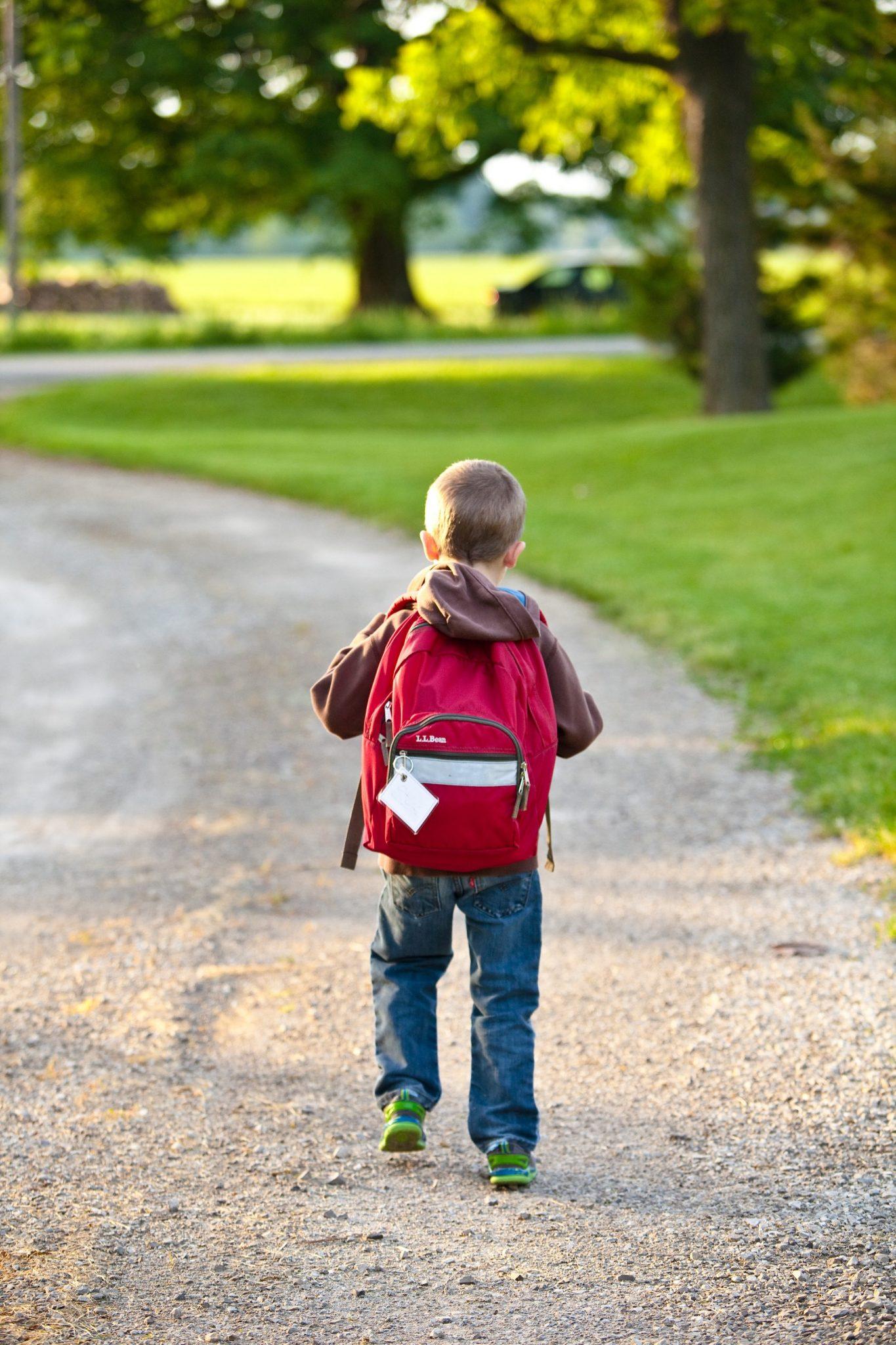 kid wearing backpack, back to school