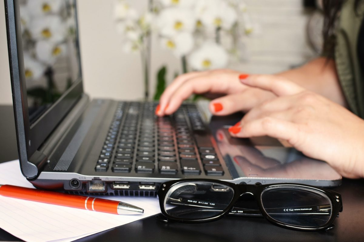 woman on laptop with pen