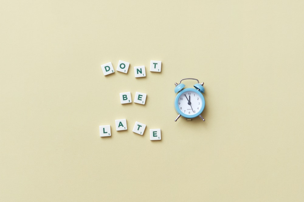 "alarm clock with ""Don't be late"" text"